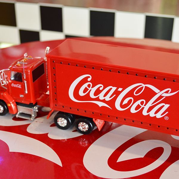 [Coca-Cola] Miniature Car - International Holiday Caravan 1/43 / [コカコーラ] ミニチュアカー インターナショナル ホリデー キャラバン 1/43スケール
