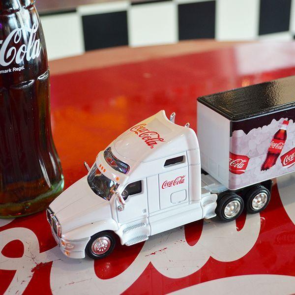[Coca-Cola] Miniature Car - Coke on Ice Long Hauler 1/64 / [コカコーラ] ミニチュアカー コークオンアイス ロングホーラー 1/64スケール