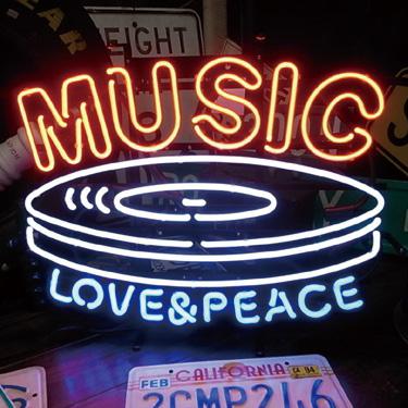 ミュージックの文字とレコードの形のオシャレなネオン