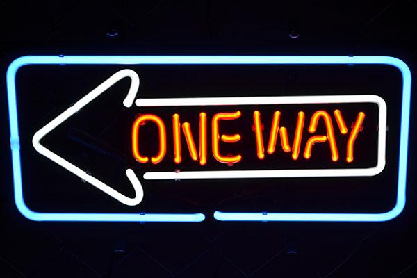 ネオンサイン ワンウェイ One Way(一方通行)